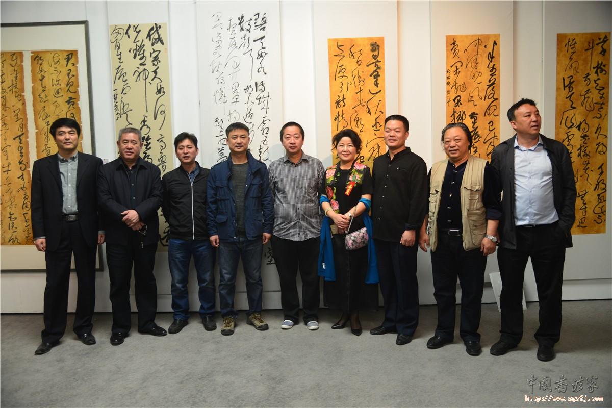 中国行草书法研究院领导集体参观王小静书法精品展